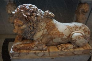 Statue of a lion.